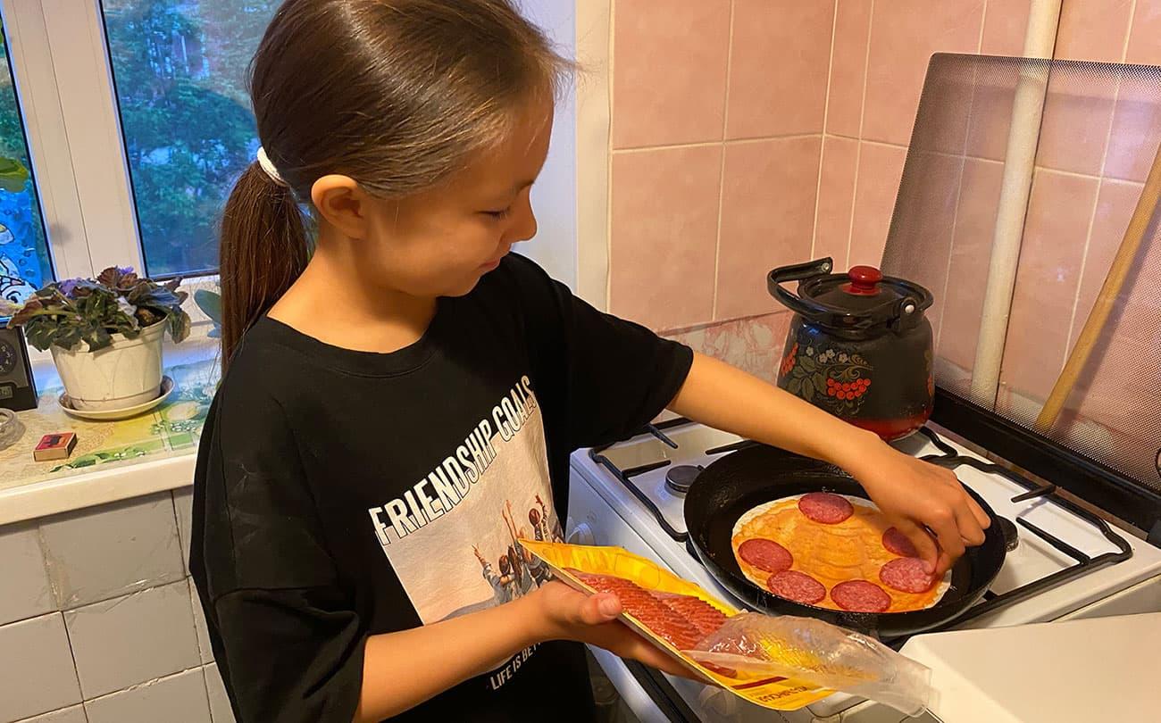 Как приготовить пиццу за 5 минут без выпечки. Подсмотрели рецепт в ТикТоке